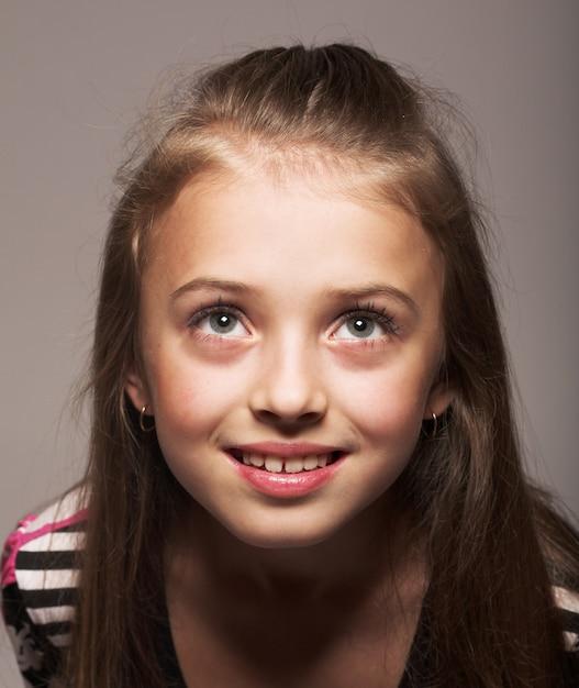 Jolie petite fille au look magique Photo Premium