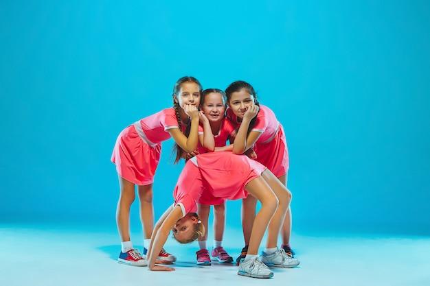 Jolies Filles Drôles Dansant Photo gratuit