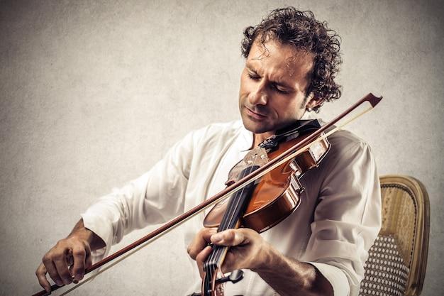 Jouer au violon Photo Premium