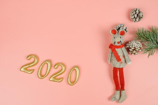 Jouet Pour Rat Comme Symbole De 2020 Sur Un Pastel Rose Photo Premium