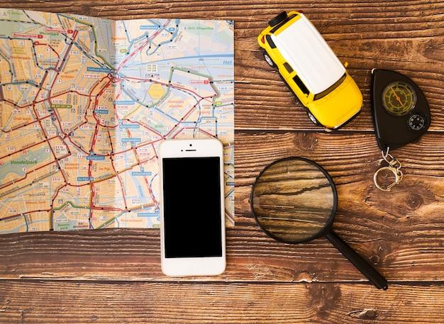 Jouets et accessoires pour un touriste Photo gratuit