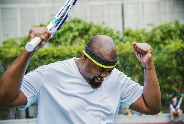 Une joueuse de tennis perd le match Photo gratuit