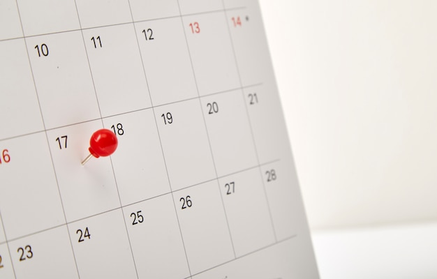 Jour d'imposition de la punaise rouge Photo Premium