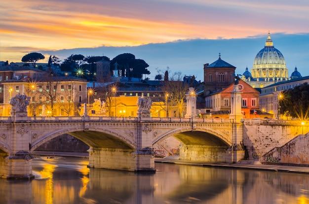 Jour à nuit du vatican, rome, italie Photo Premium