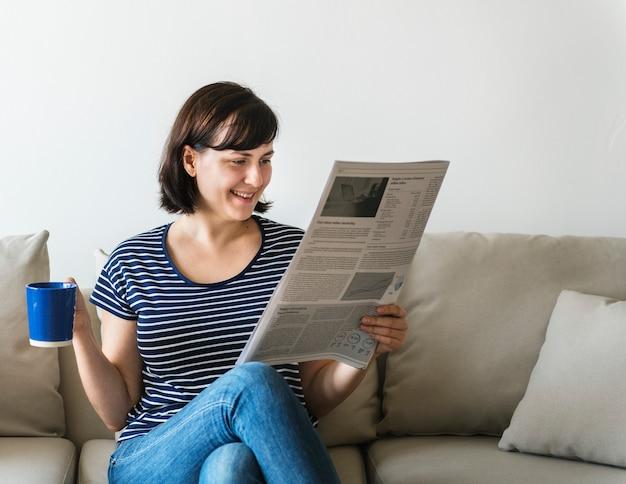 Journal de lecture femme Photo Premium