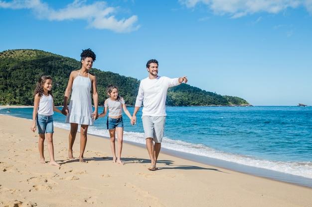 Journée d'été avec famille Photo gratuit