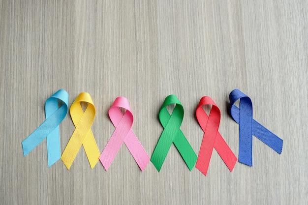 Journée mondiale du cancer (4 février). rubans de sensibilisation colorés Photo Premium
