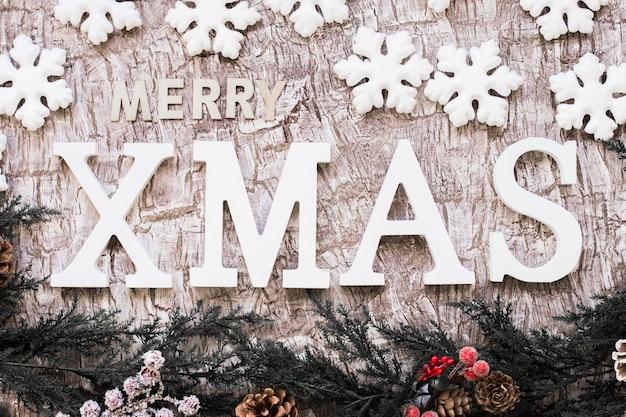 Joyeuse inscription de noël avec des flocons de neige Photo gratuit