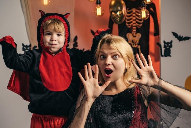 Joyeux Halloween Pour La Mère Et Le Fils. Photo Premium