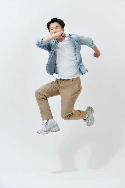 Joyeux Jeune étudiant Asiatique Dans Une Chemise En Jean Photo Premium