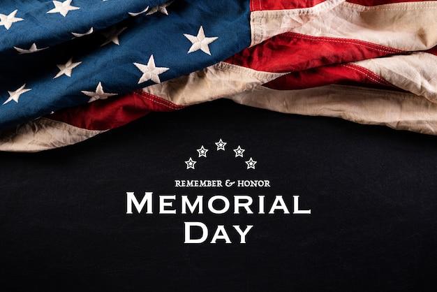 Joyeux Memorial Day. Drapeaux Américains Avec Le Texte Remember & Honour Photo Premium