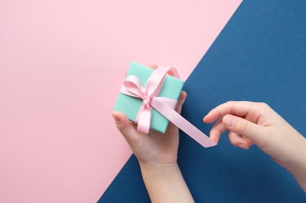 Joyeux Noel Et Bonne Année. Fond Rose Et Bleu Photo Premium