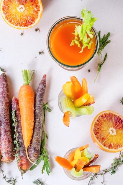 Jus de carottes colorés Photo Premium
