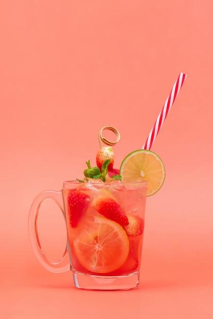Jus de limonade fraise aigre-douce Photo Premium