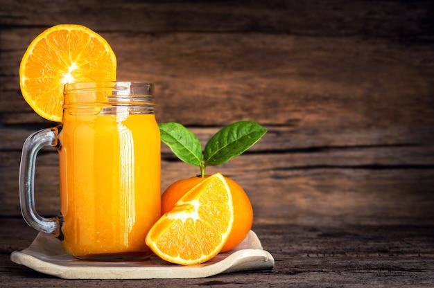 Jus d'orange avec de l'orange fraîche Photo Premium