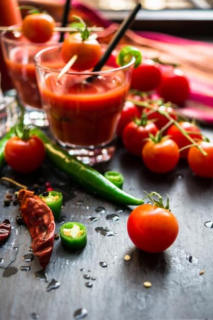 Jus de tomates fraîches Photo Premium