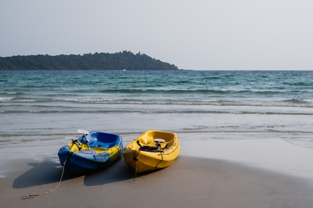 Kayak sur la plage Photo Premium