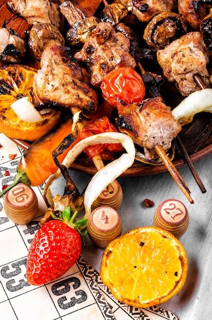 Kebabs et loto jeu Photo Premium