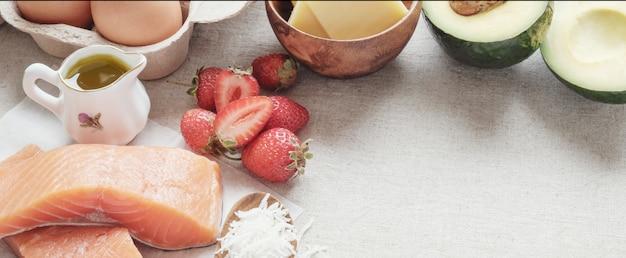 Keto, régime cétogène, faible teneur en glucides, haute et bonne graisse, nourriture saine Photo Premium