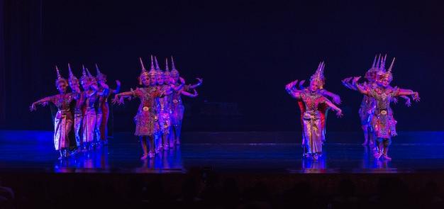 Khon est un drame de danse du classique thaïlandais masqué Photo Premium