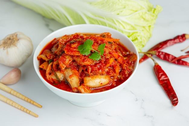 Kimchi Prêt à Manger Dans Un Bol Photo gratuit