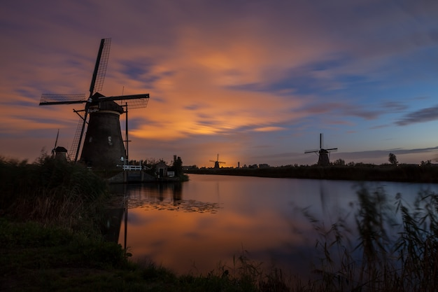 Kinderdijk en hollande Photo Premium