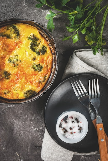 Kish Lauren. Frittata Au Brocoli Photo Premium