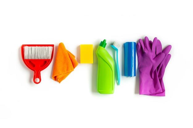 Kit multicolore pour le nettoyage de printemps dans la maison. Photo Premium