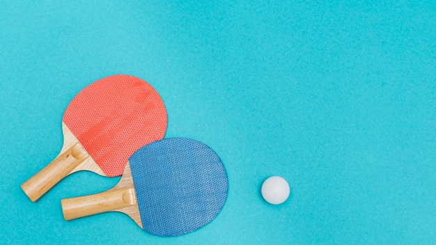 Kit pour jouer au tennis de table Photo gratuit
