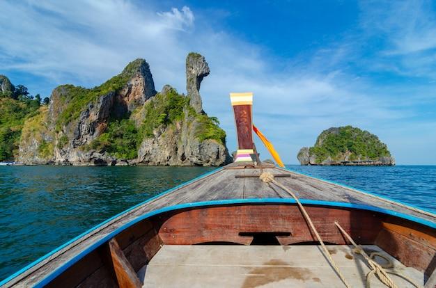 Koh kai bateau en bois krabi thaïlande Photo Premium