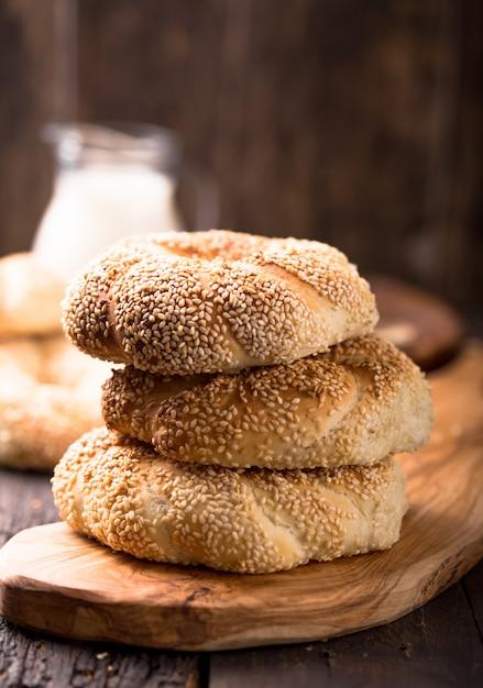 Koulouri Grec Ou Bagels Turcs Aux Graines De Sésame Photo Premium