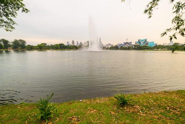Kuala lumpur skyline de titiwangsa park, malaisie. Photo Premium