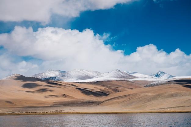 Lac Pangong Et Montagne à Leh Ladakh, Inde Photo gratuit