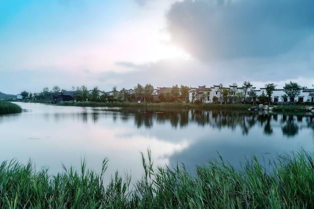 Lacs et architecture de la ville antique Photo Premium