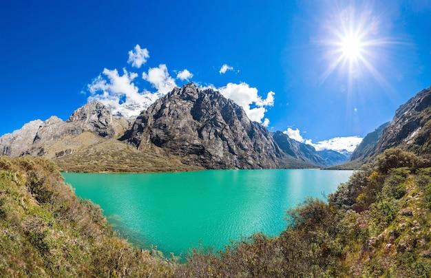 Les Lacs De Llanganuco Photo Premium