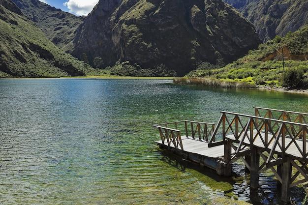 Lagune De Piquecocha à Huancaya Photo Premium