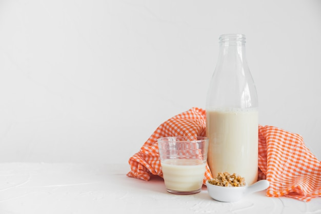 Lait et céréales Photo gratuit