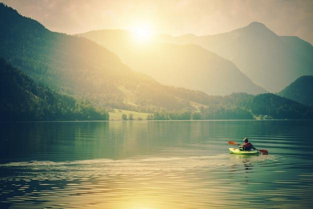 Lake kayak touring Photo gratuit