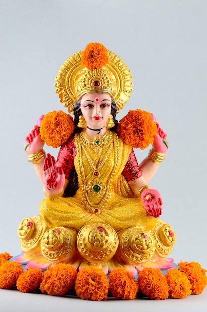 Lakshmi - Déesse Hindoue, Déesse Lakshmi. Déesse Lakshmi Pendant La Célébration De Diwali. Festival De La Lumière Hindoue Indienne Appelé Diwali Photo Premium