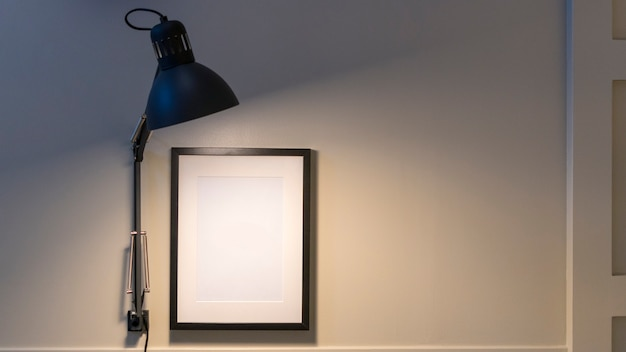 Lampe avec cadre blanc sur mur Photo Premium