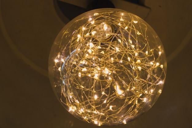 Lampe dans le café Photo Premium