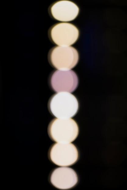 Lampes floues blanches sur fond noir Photo gratuit