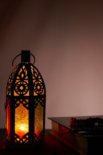 Lanterne Arabe Et Saint Coran, Fond De Ramadan Kareem Photo Premium