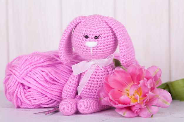 Lapin rose pastel et blanc jouet crocheté amigurumi par avoiretc | Rose  pastel, Crochet à la main, Amigurumi | 417x626