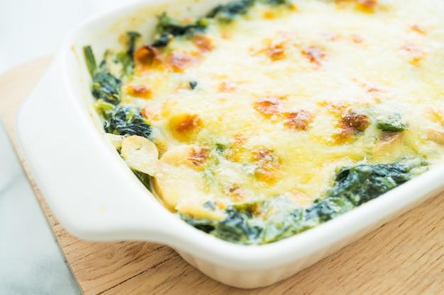 Lasagne aux épinards Photo gratuit
