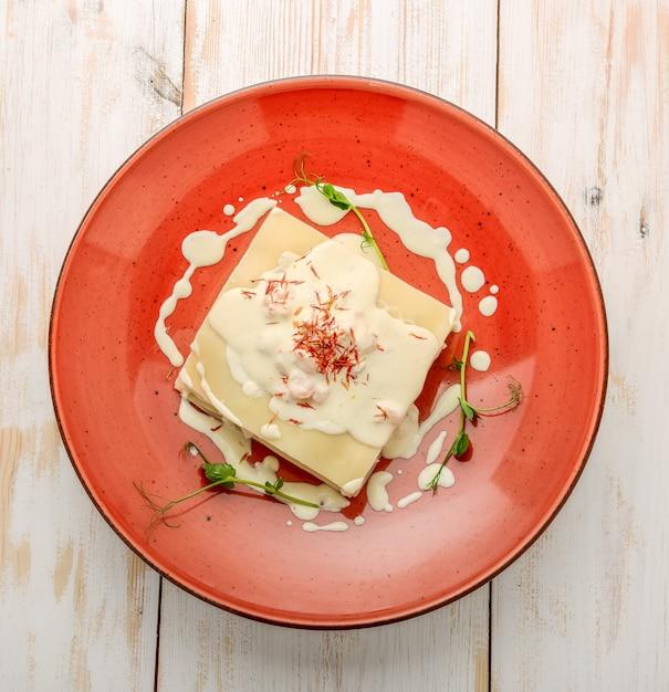 Lasagne Aux Fruits De Mer Au Saumon Et Sauce Blanche Photo Premium