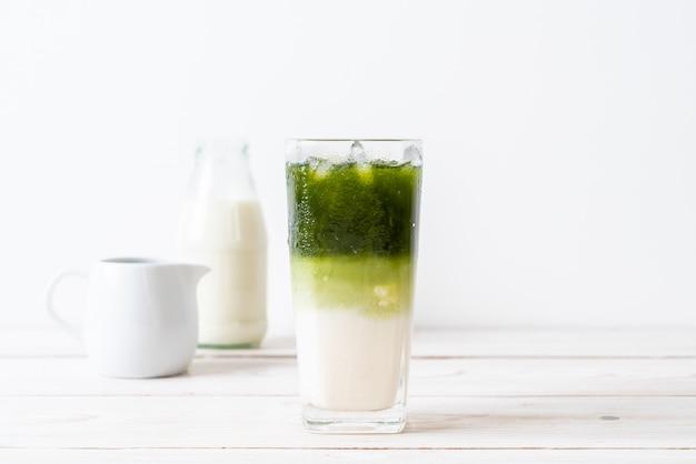 Latte Au Thé Vert Matcha Glacé Photo Premium