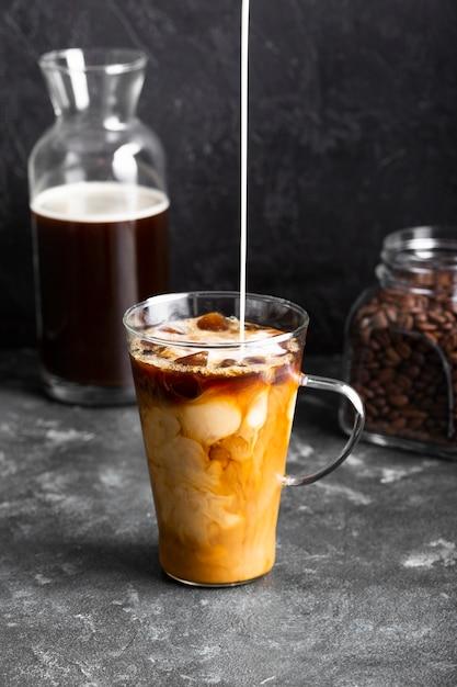 Latte De Glace Rafraîchissant Prêt à être Servi Photo gratuit