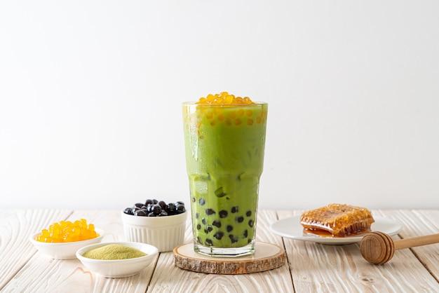 Latte De Thé Vert Avec Des Bulles Et Des Bulles De Miel Photo Premium