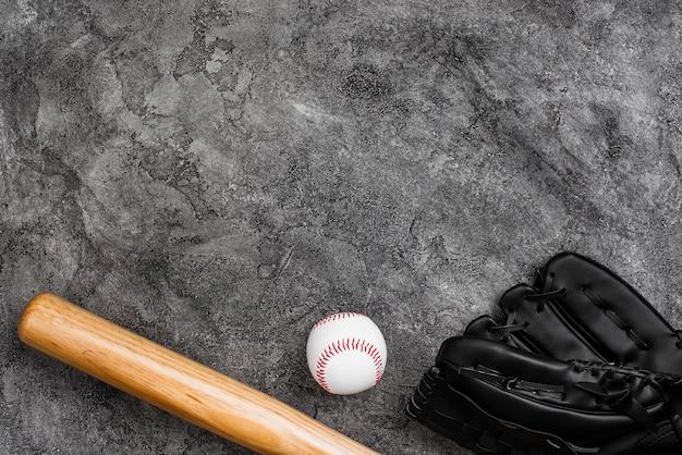 Lay plat de batte de baseball et de gant Photo gratuit